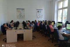 V počítačové učebně